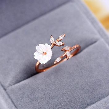 New Crystal Copper Gold Color Flower leaf Adjustable Finger Wedding Rings for Women Zircon Open Ring Glamour Jewelry Girl Gift