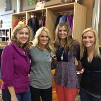 Shopping In Downtown Fargo - 28/09/2012 - A36osMMCQAA2e4y - Carrie-Photos.com    Biggest Carrie Underwood Photo Gallery