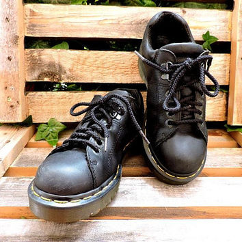 Womens vintage Dr Martens UK 5 / US 6 / 6.5 / made in England / black chunky 90s docs urban oxfords / grunge retro hip hop