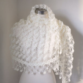 Ivory Shawl / Wedding / Bridal Accessories / Bridal Shawl / Romantic night shrug / Lace shawl / Crochet Shawl / Bridal Bolero