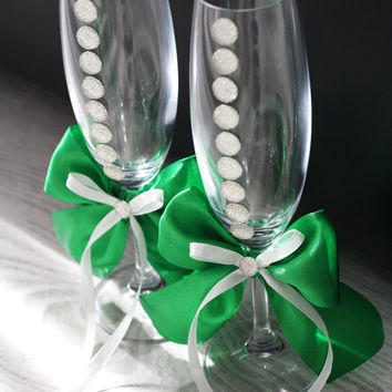 Green & White Wedding Champagne Flutes \ Bride and Groom Toasting Glasses \ Wedding Gift \ Rhinestones Flute