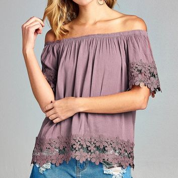 Ladies fashion off the shoulder w/sleeve and hem crochet lace crinkle gauze woven top