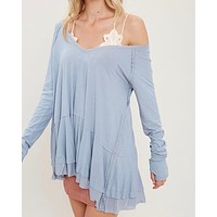 v-neck raglan linen ruffled double hem top with thumb-holes - misty blue