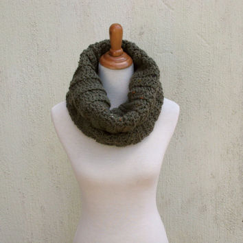 Olive Cowl, Green Infinity scarf, Chunky infinity scarf, Natural cowl, Olive snood, Fall, Winter, Christmas