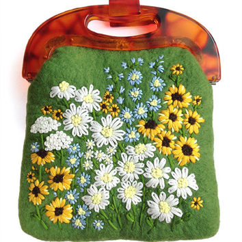 Handmade daisy field woolen felt bag, hand embroidered daisy flower, beautiful colorful daisy flora felted handbag