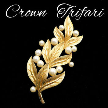 Vintage CROWN TRIFARI Pearl & Gold Leaf Brooch, Crown Trifari Brooch, Large Gold and White Pearls, Bridal Sash Veil, Gift For Collector