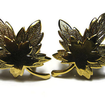 Monet Vintage Maple Leaf Earrings Clip On Gold Tone Autumn Fall Retro Jewelry Leaves Woodland