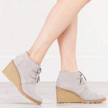 TOMS DESERT WEDGE BOOTIES DRIZZLE GREY - What's New