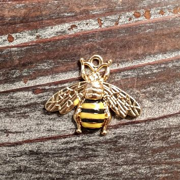 AB-3358 - Gold Plated Bumble Bee Pendant, 30mm | Pkg 1