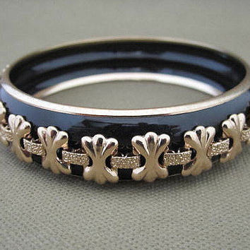 Black and Gold Metal Vintage Bangle Bracelet