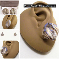 Avon Lined Shell Pierced Stud Earrings Silver Tone Vintage 1988 Sea Treasure Swirl Ribbed Folded Bend Discs Surgical Steel Posts