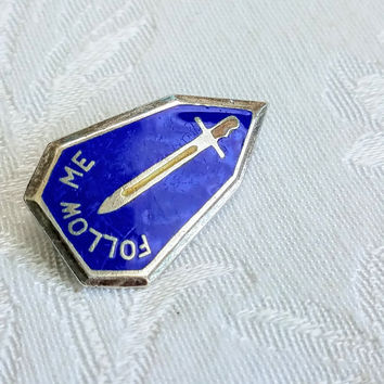 Vintage Sterling silver US Army Follow Me Fort Benning Infantry School Hat Pin Airborne and Ranger Blue Enamel Sword Pin, Militaria Tie Tac