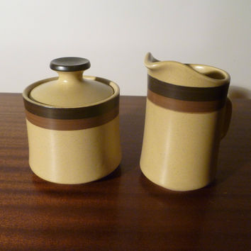 "Vintage 1970s Arrowstone ""Zuni Maize"" Stoneware Creamer and Sugar Bowl with Lid / Retro Milk Jug / By Kasuga Japan Showa / Pattern No. 695"