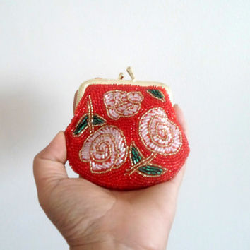 Beaded coin purse, coin purse handmade, Red pink green, floral pattern, under 20 gift idea, vintage inspired, gift for her, interior lining