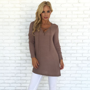 Rejoice Ribbed Sweater Top In Mocha