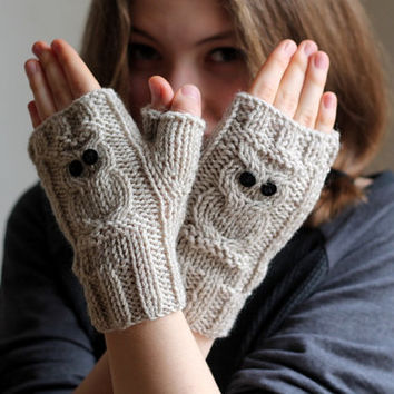 Warm gloves. Owl gloves, stone beige owl gloves, handmade gloves. Xmas Gift.  Ready to shipping.