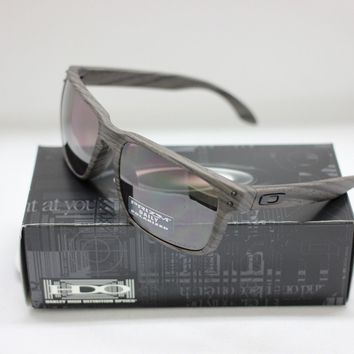 NEW OAKLEY POLARIZED HOLBROOK SUNGLASSES | WOODGRAIN / PRIZM DAILY | 9102-B7