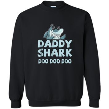 """""""Daddy Shark"""" Baby Mommy Daddy Matching Family Shark  Printed Crewneck Pullover Sweatshirt"""