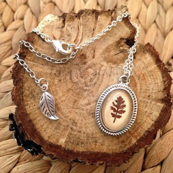 leaf necklace - real Leaf necklace with a real pressed handpicked leaf and a glass cabochon over beige leather