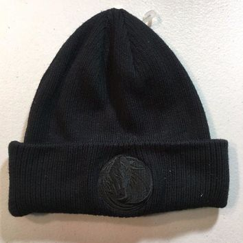 CREYONC. BRAND NEW DALLAS MAVERICKS REEBOK ALL BLACK KNIT HAT