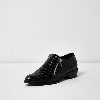 Black scale patent zip shoes