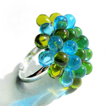 Cluster Berry Ring Green and Light Blue - Adjustable glass cocktail ring