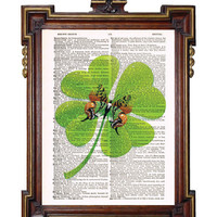 SHAMROCK  CLOVERLEAF with  BUTTERFLY St Patrick's by TreasuresByUs
