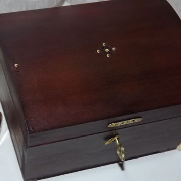 PERSONALISE this Unique VintAged LOCKABLE Mahogany designer jewellery, trinket, keepsake, memory Box. Wood lock box