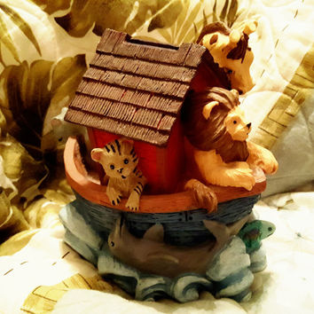 1994 FIGI Graphics Resin Noah's Ark Coin Bank With Lion, Hippo, Tiger and Giraffe Hanging Over Ark