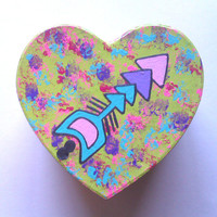 Neon green arrow heart shaped jewelry box for trendy girls room