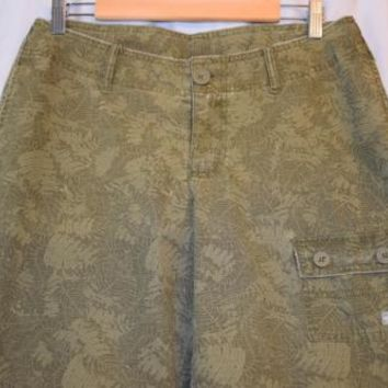 the NORTH FACE - womens sz 10 LONG - Olive Green FERM CAMO cargo shorts