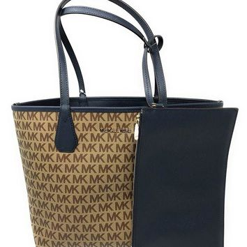 DCCKUG3 Michael Kors Candy LG Reversible PVC Signature Tote in Beige/Ebony/Navy