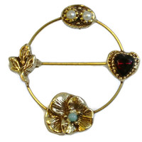 1960's Goldette Heart And Flower Circle Brooch In Gold Tone