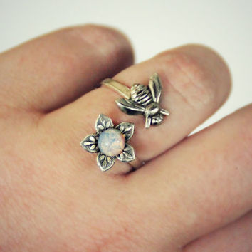 silver bee and flower ring with pink opal, silver flower ring, bee ring, bee jewelry, bee accessories, spring fashion, vintage style
