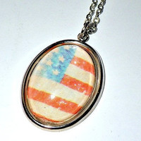 USA/American vintage flag pendant necklace