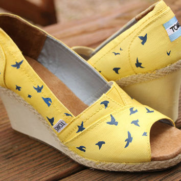 Flying Birds TOMS Wedges