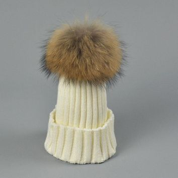 Fashion Pom Pom Hats 18cm 100% Real Raccoon Fur Hats Knitted Fur Pompom Ball Beanies Hat Warm Winter Cap For Womens CP051