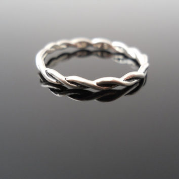 Twisted Wire Ring, Silver Ring, Size 8 Ring, Sterling Ring, Flat Wire Ring, 925 Ring, Avon Silver Ring, Silver Jewelry, 925 Wire Ring