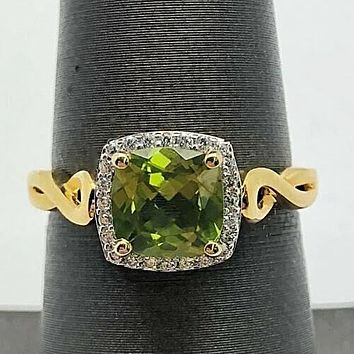 A Vintage 14K Yellow Gold Natural 2CT Cushion Cut Green Peridot Engagement Ring
