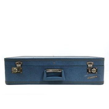 Vintage large blue Monarch suitcase without key / luggage