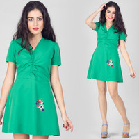 70s Emerald Green Mini Dress / Ruched Circle Embroidered Dress / Cute Preppy Plain Casual Small S Dress