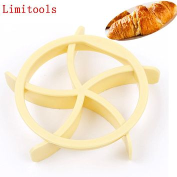 1pcs Bread Rolls Mold Fan Shaped Pastry Cutter Dough Cookie Press Bread Cake Biscuit Stamp Moulds Kitchen Pastry Baking Tools