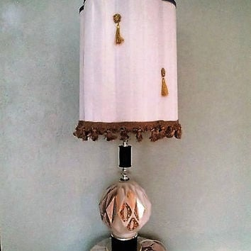 Kitsch table lamp Mid century  geodesic 3 way switch mood light base. Kistchy 1960s