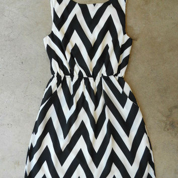 The Everly Cinched Chevron Dress [4038] - $46.00 : Vintage Inspired Clothing & Affordable Summer Frocks, deloom | Modern. Vintage. Crafted.