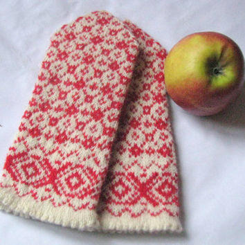 Warm women's wool mittens, red white, handmade from Latvia. Hand knitted wool mittens, latvian mittens, knitted patterned mittens,arm warmer