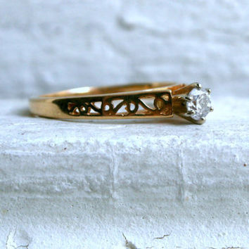 Beautiful Vintage 14K Yellow Gold Diamond Solitaire Engagement Ring - 0.25ct.