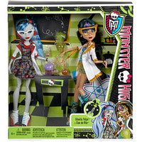 Walmart: Monster High Mad Science Dolls, Set of 2, Cleo de Nile and Ghoulia Yelps