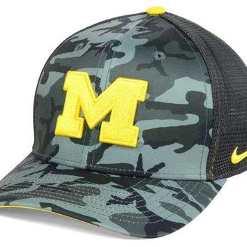 ONETOW NCAA Michigan Wolverines Mesh Camo Flex Fit Hat