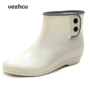 2017 New Women Rain Boots Casual Women Slip On Flats Platform Rainning Shoes Fashion Waterproof Martin Boot Plus Size 35-40 8e10
