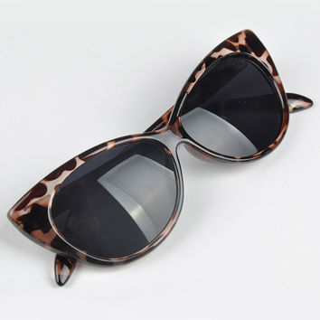 Lovely Cat Eye UV Protection Anti-Radiation Women Sunglasses Vintage Goggles Dark Glasses oculos de sol feminino